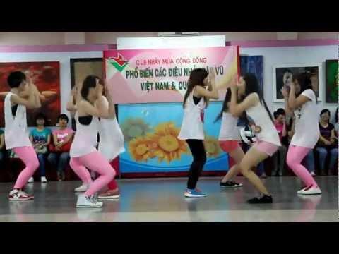 LAM dance team  Dân vũ trống cơm 071012