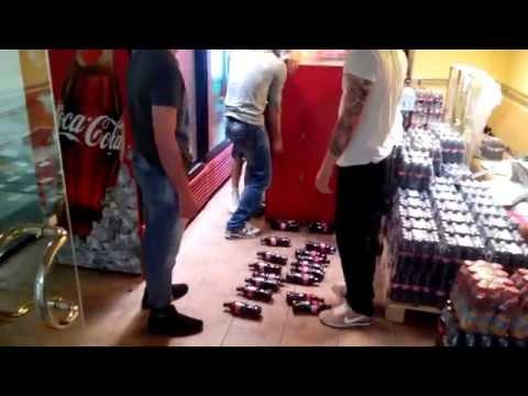 Транспортировка холодильника Coca-Cola