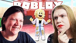 TEACHING MY MOM TO PLAY ROYALE HIGH (Roblox)