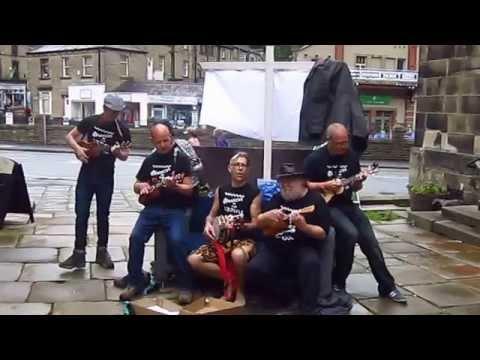 Hot Banana Music Flash Mob at Holmfirth Arts Festival