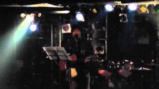 トリゴメというバンドのVo.シューヘイのLive映像です。