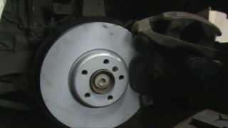 BMW 5 Series F10. Замена передних тормозных дисков и колодок. 18+
