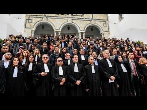 تونس: قضاة ومحامون يعتصمون أمام محكمة احتجاجا على -ضغوط- الشرطة