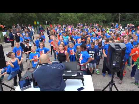 2016 Mahomet IL Lincoln Trail 4th Grade Bulldogs Dawg Walk Dance Party