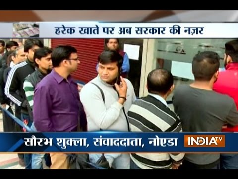 People Line-up outside Banks to Change their Old Rs 500, 1000 Currency Note