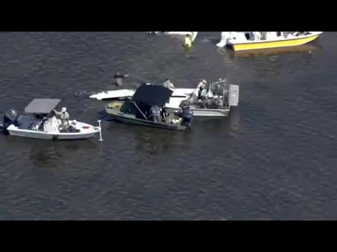 Crews work to remove Halladay's plane from Gulf of Mexico