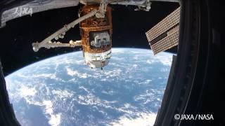 分離前のこうのとりを見ながら、こうのとりへの思いを語る油井宇宙飛行...
