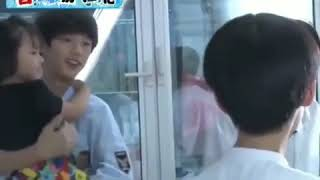 Ding ChengXin with little kids