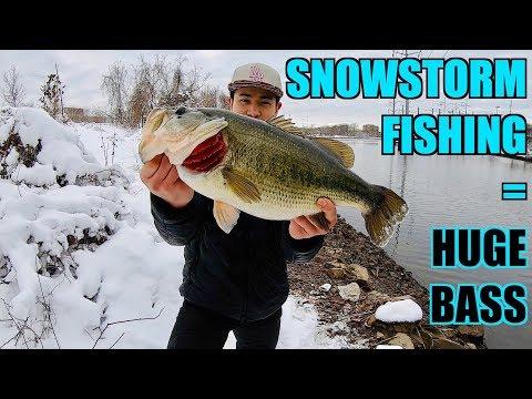 HUGE BASS CAUGHT AFTER MASSIVE SNOWSTORM!!! (Winter Fishing)