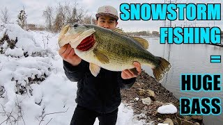 HUGE BASS CAUGHT AFTER MASSIVE SNOWSTORM!!! (Winter Fishing)