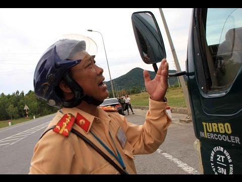 """CSGT Kỳ Anh, Hà Tĩnh, một mình dừng xe tải """"Thăm người quen không biết là ai""""."""
