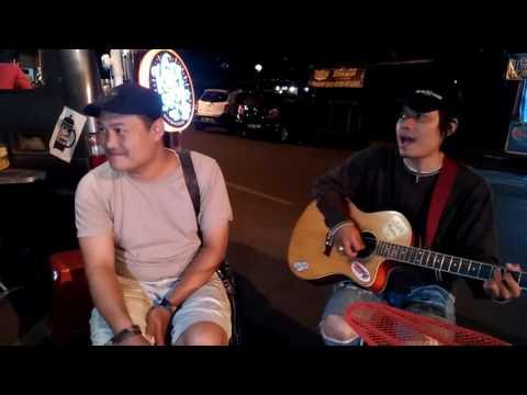 Pengamen keren bersuara Emas di Bandung- IPANG # ADA YANG HILANG ( Lirik ).