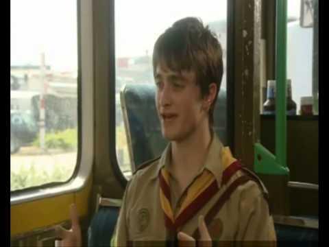EXTRAS Bloopers: Daniel Radcliffe & Warwick Davis 'Flute'