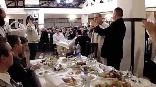 музыкант зажигает на свадьбе в молдавии.Страшены.