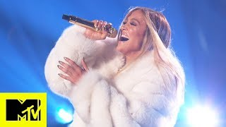 "Jennifer Lopez Performs ""Dinero"", ""I'm Real"" And More 