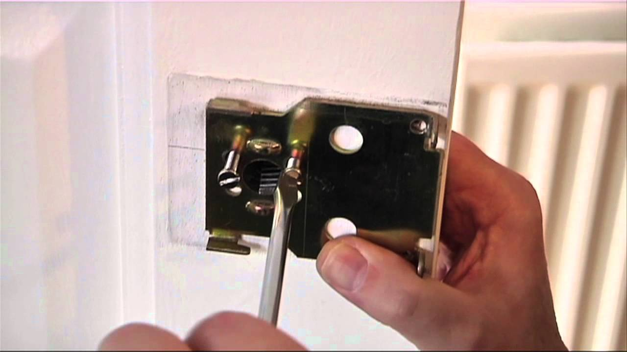 How To Replace A Yale Night Latch Youtube