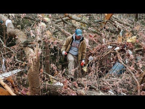 Разрушительные торнадо обрушились на США: не менее 23 погибших