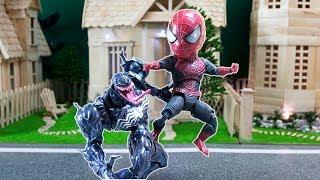 BABY SPIDERMAN STOP MOTION: BABY SPIDERMAN VS VENOM
