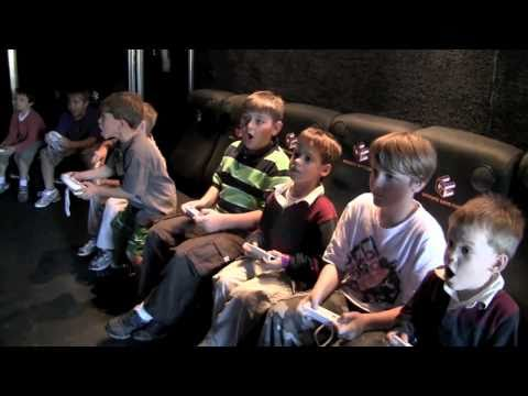 Rolling Video Games mobile video game theater 2U