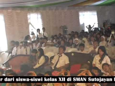 The Brantaz - Terbujur Kaku Live At Perpisahan Smaneja 2011