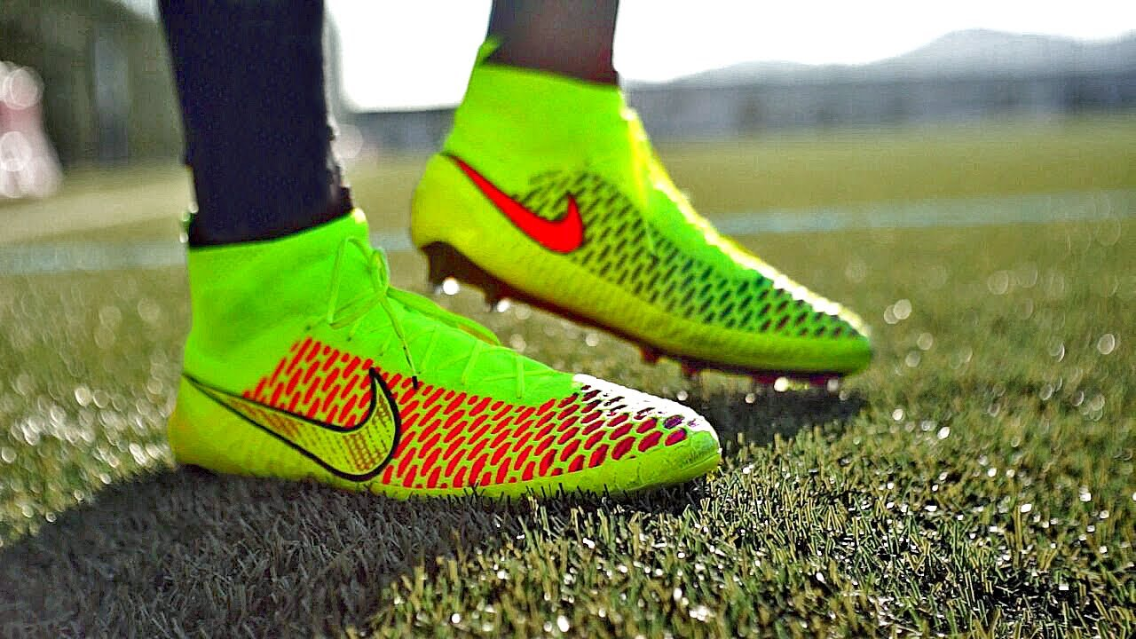 Exclusive: Nike Magista 2014 Unboxing & Try On by freekickerz
