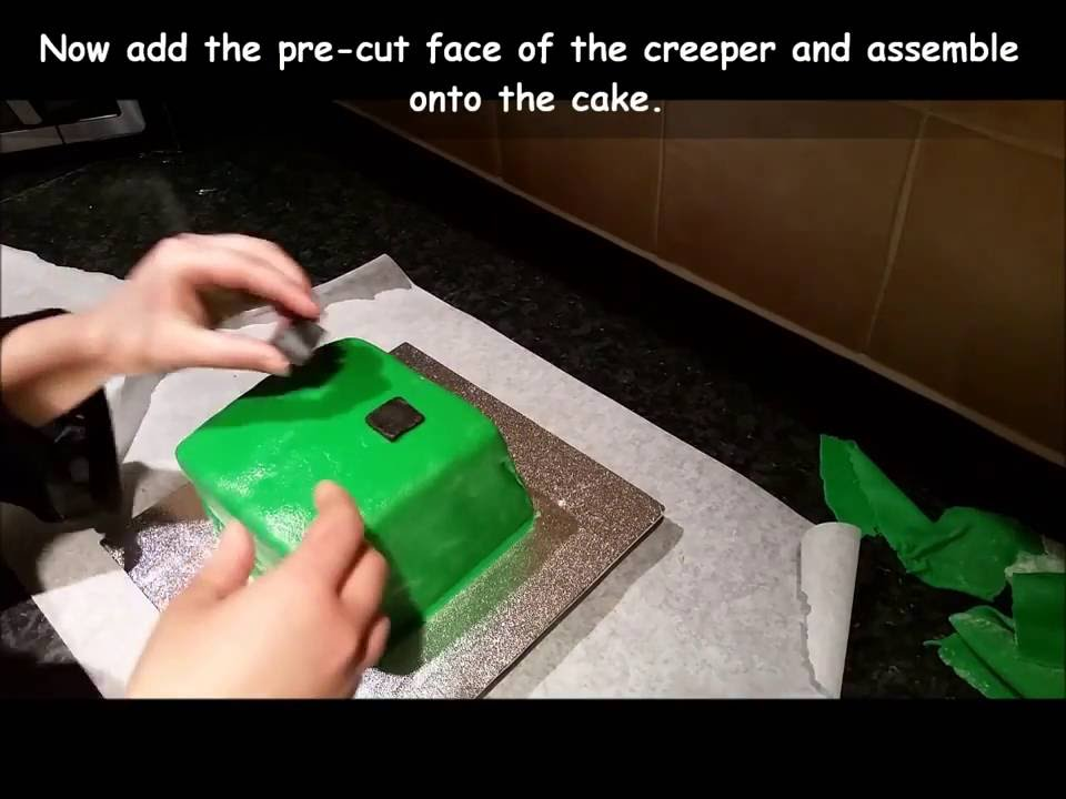 How To Make A Minecraft Creeper Cake By Kawaii Style Cakes Youtube