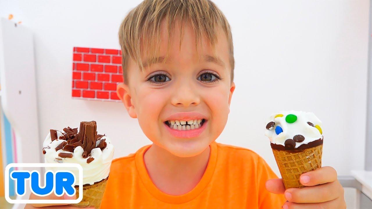 Niki Dondurma satıyormuş gibi davranıyor
