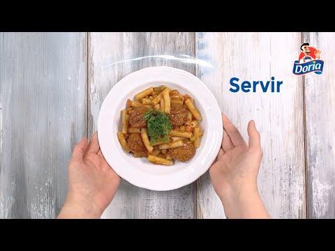 macarrón con albóndigas y verduras