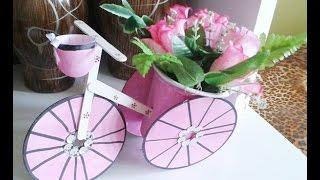 Reciclagem: Triciclo feito com CD, Palito e Pote de sorvete