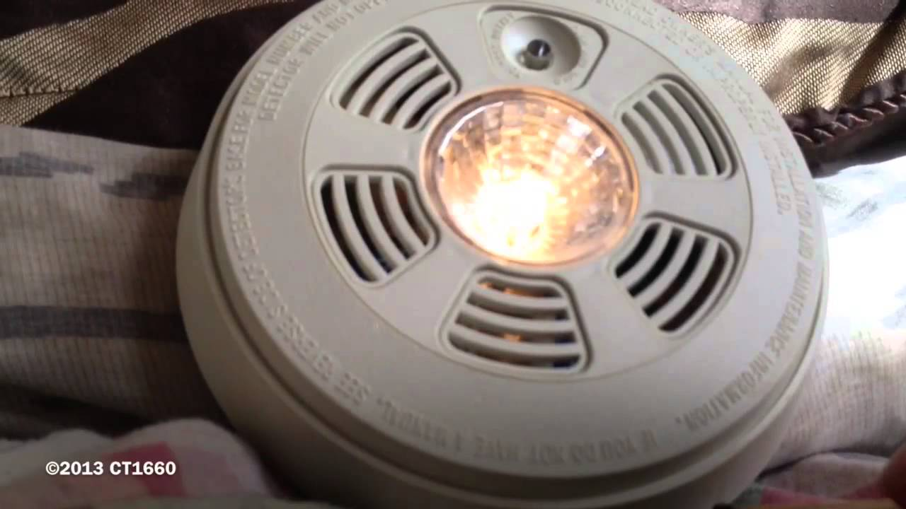 1990s Family Gard Model Fg1000c Smoke Detector W Escape
