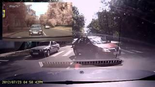 Пешеход перебегает через дорогу