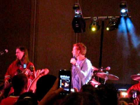 Brian Campbell sings karaoke