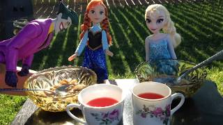 Frozen Anna and Elsa with Spiderman have Breakfast