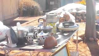 Mercado vecinal de segunda mano en Sedona. Familia de Arizona.