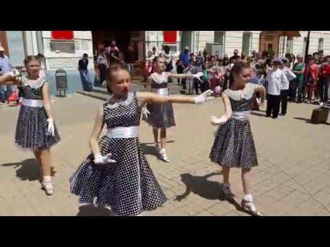 Шикарный Вальс в городе Астрахань на День Победы