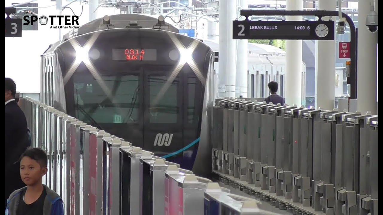 Kereta Mrt Jakarta Di Stasiun Blok M Jalur 2 Youtube