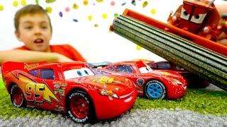 Видео про машинки: Игра в гонки! Игрушки из мультфильмов. Видео для мальчиков