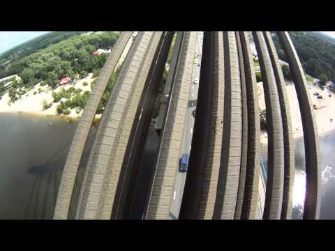 Climbing on Moscow Bridge in Kiev