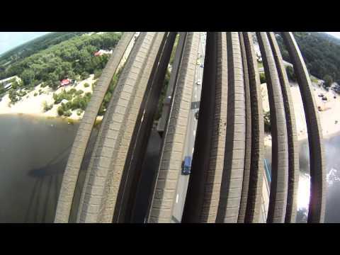 Climbing on Moscow Bridge in Kiev