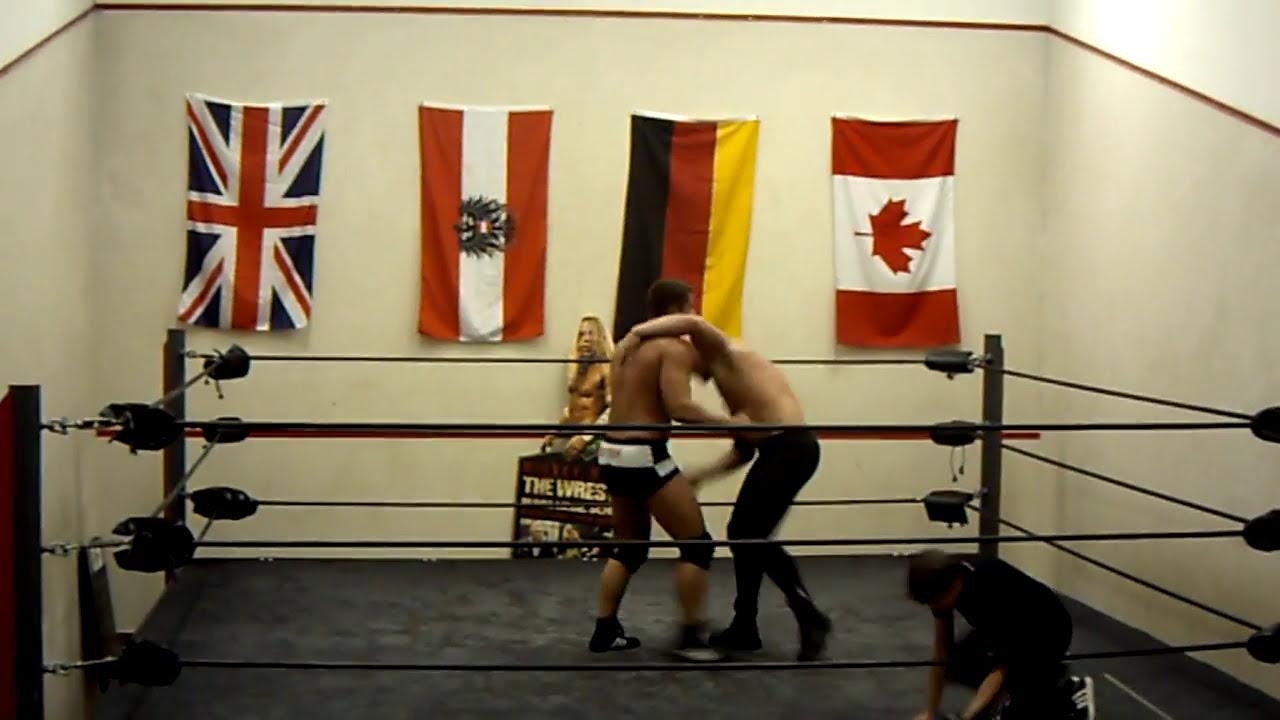 Mexxberg vs Mike Castle bei UKWA Still Alive - YouTube