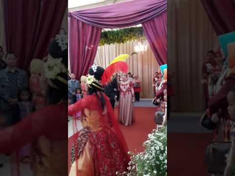 Resepsi nikah Nenden,  putri bapak H. Komar Kawali PS