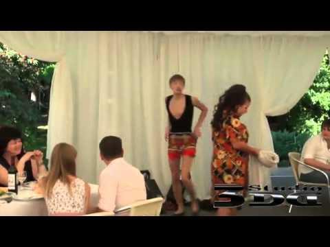 Смешные танцы на свадьбе видео ютуб