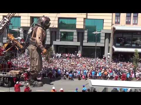 Day 2. The Giants. Diver Giant in Perth. Royal de Luxe. Perth, Australia
