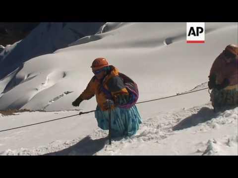 CUMBIA DE HOY - CHOLITAS ALPINISTAS ROMPEN BARRERAS EN BOLIVIA