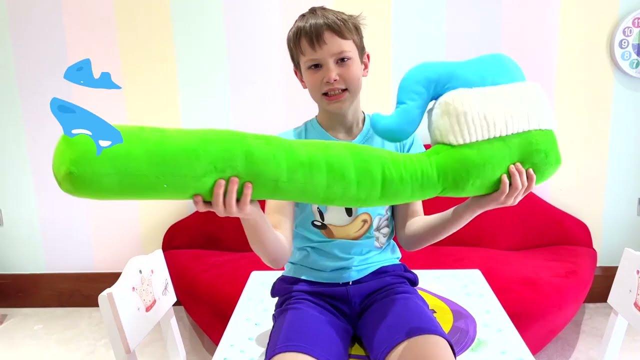 Макс показывает Кате как чистить зубы детям