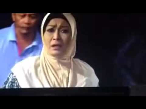 Download 7 Hari Mencintaiku Helmi insaf pulang ke kampung memohon ampun kepada Mak Leha