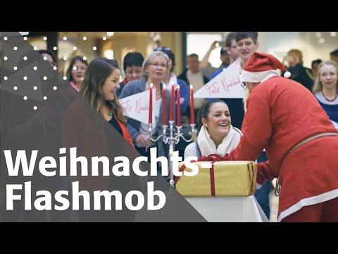 Weihnachts-Flashmob mit Künstler Chris Lass überrascht Passanten