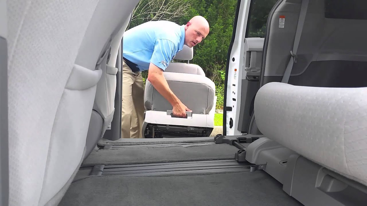 Toyota Sienna 2010-2018 Owners Manual: Stowing the third seats (manual seats)