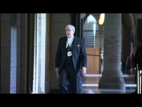 RAW: Commons Sergeant-at-Arms Kevin Vickers, with gun drawn