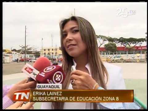 Estudiantes Ecuatorianos juraron la bandera en su día